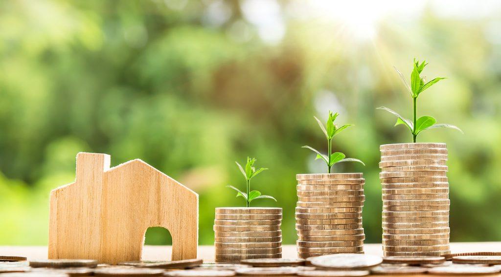 piles de pièces représentatives des étapes de l'investissement immobilier
