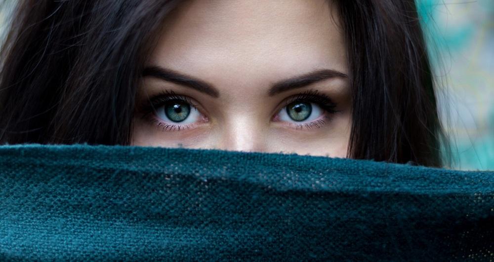 yeux-sourcils-femme